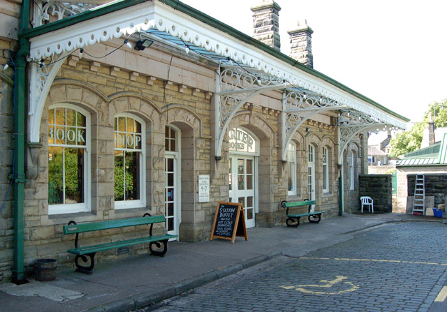 Alnwick_station,_now_Barter_Books_(6)_-_geograph_org_uk_-_1364873
