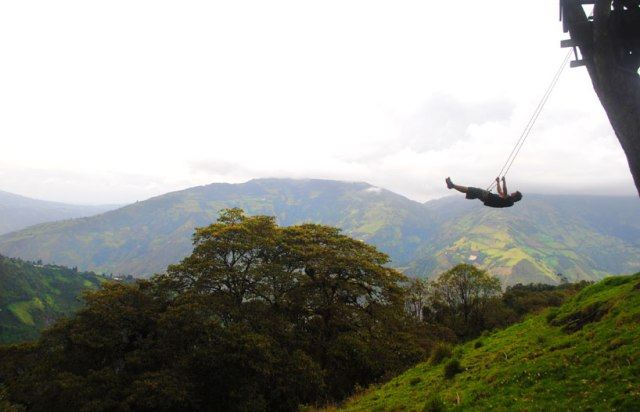 swing-at-the-end-of-the-world-soars-over-tungurahua-volcano-designboom-01