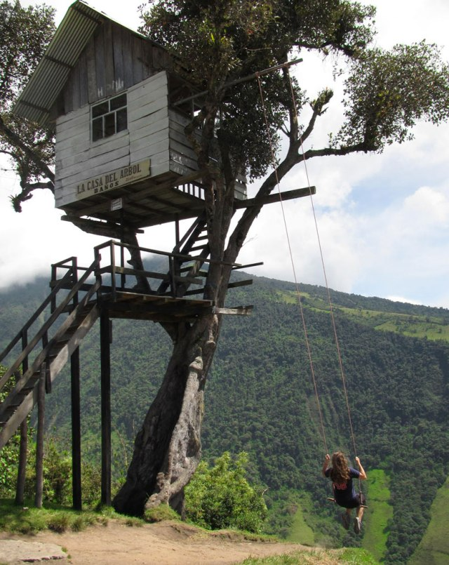 swing-at-the-end-of-the-world-soars-over-tungurahua-volcano-designboom-05