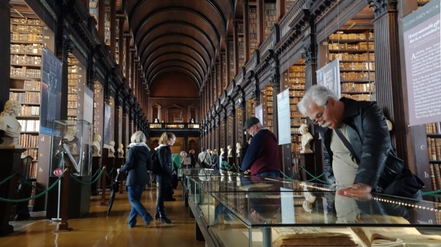 Trinity_College_Library_-_long_room
