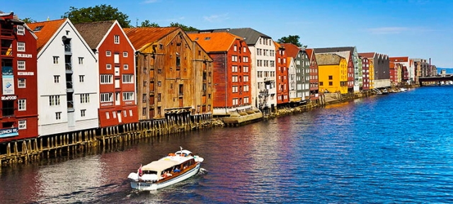 Boat-Nidelva-River-Trondheim-Norway-740