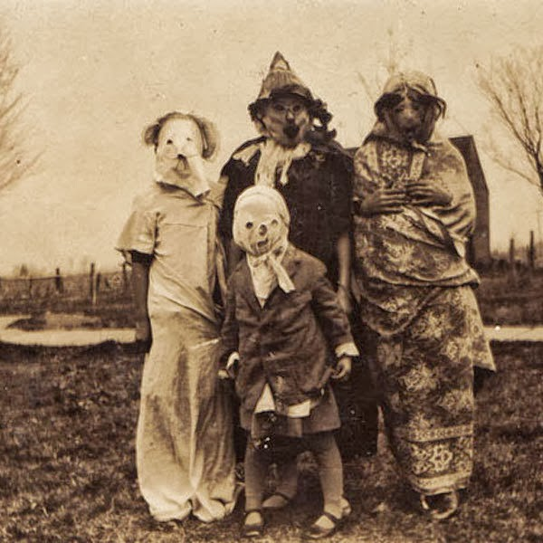 Creepy Vintage Halloween Costumes (13)