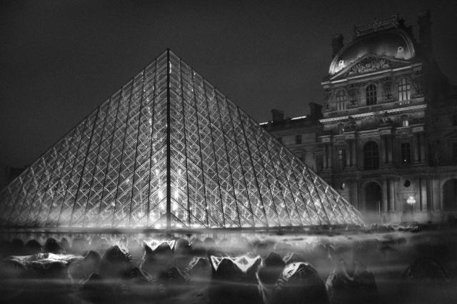 golem13-Monstres-Louvre-Pyramide