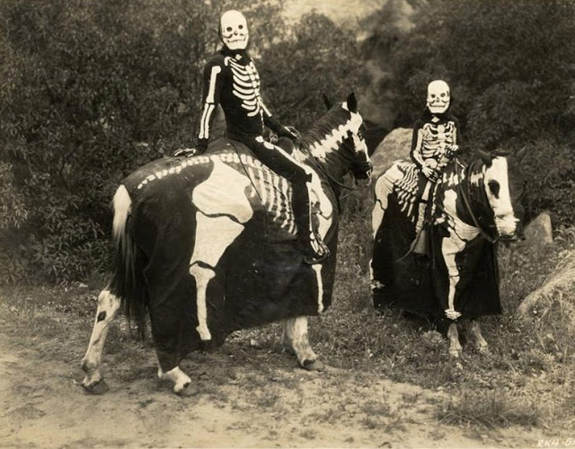 Old Halloween Costumes From Between the 1900's to 1920's (10)