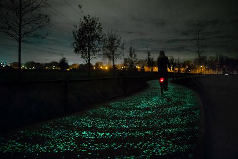 Daan-Roosegaarde-Van-Gogh-Bicycle-Path_dezeen_468_2