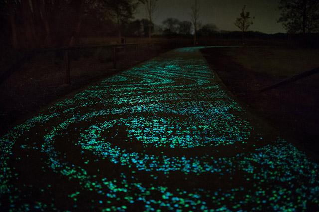 Van-Gogh-Bicycle-Path-by-Daan-Roosegaarde2