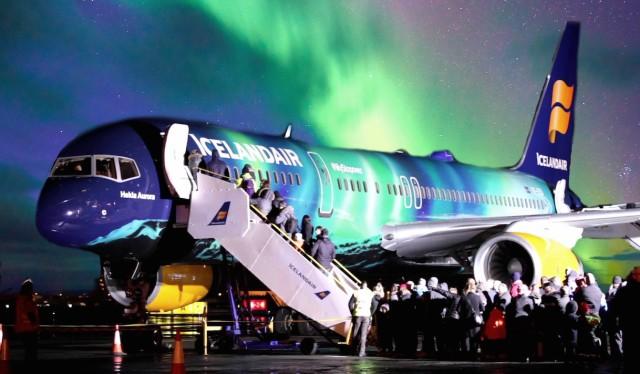 hekla-aurora-exterior-night