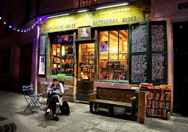 1024px-Shakespeare_&_Co_Books,_Paris_April_2011
