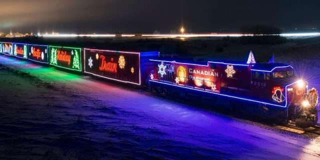 a14403b0-8a47-49e2-bd6a-6e8947419cf6-cp-holiday-train