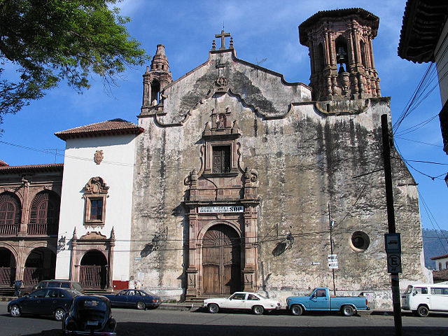 640px-Patzcuaro-church