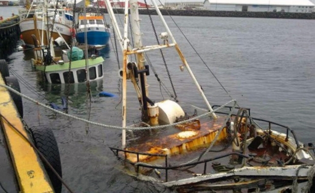 the_sunken_vessel_being_lifted_from_the_seabed_in_sandgerdi_harbour