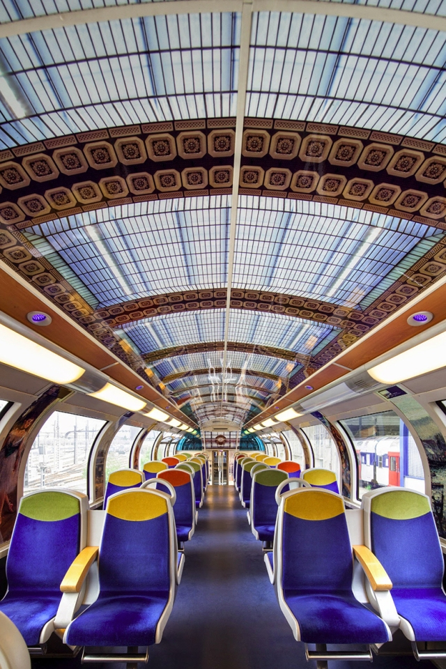 impressionist-art-public-trains-france-designboom-04