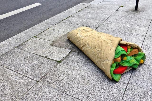 lor-k-french-artist-street-food-discarded-mattresses-designboom-08