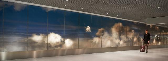 daan-roosegaarde-beyond-schiphol-airport-3d-clouds-designboom-18001