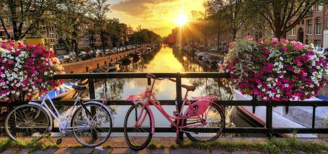 fietsen-grachten-hotels-amsterdam