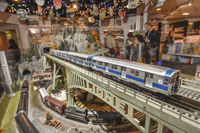cf8a7bc92nytm-holiday-train-show-2016-photo-by-patrick-cashin-3-jpg-mobile