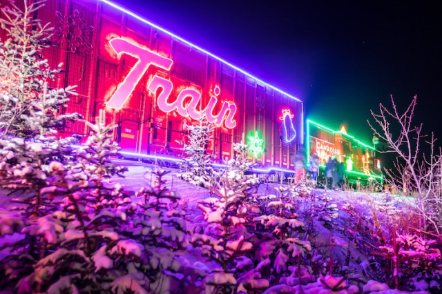 neil-zeller-photography-holiday-train-1