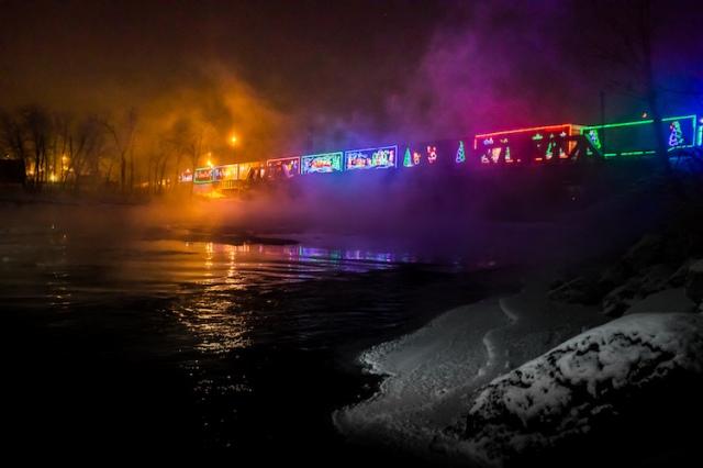 neil-zeller-photography-holiday-train-11