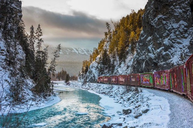 neil-zeller-photography-holiday-train-4