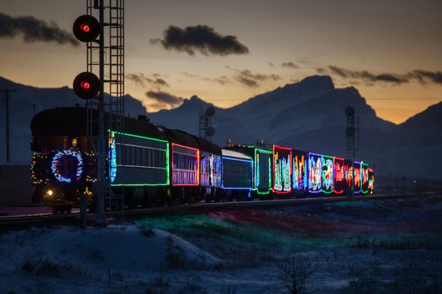 neil-zeller-photography-holiday-train-8