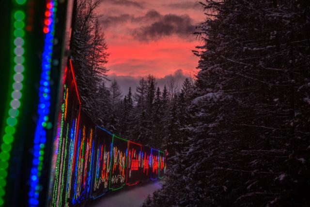 neil-zeller-photography-holiday-train-9