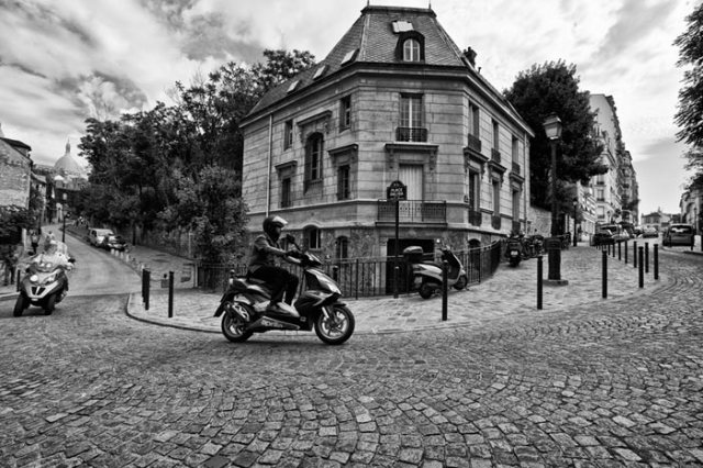 cobblestone-scooter-paris-2009