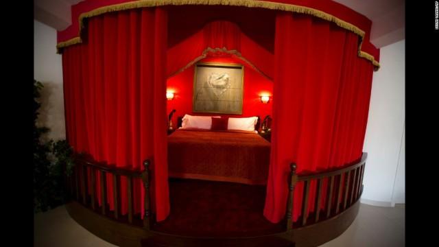 170303110401-08-banksy-hotel-bethlehem-super-169